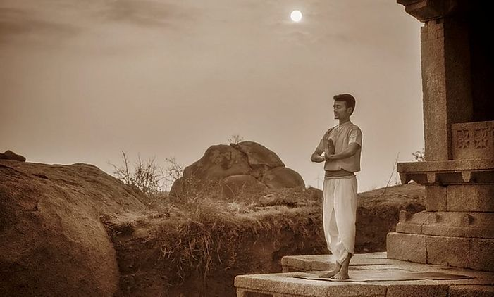 Surya Namaskara, quando è nato il Saluto al Sole?